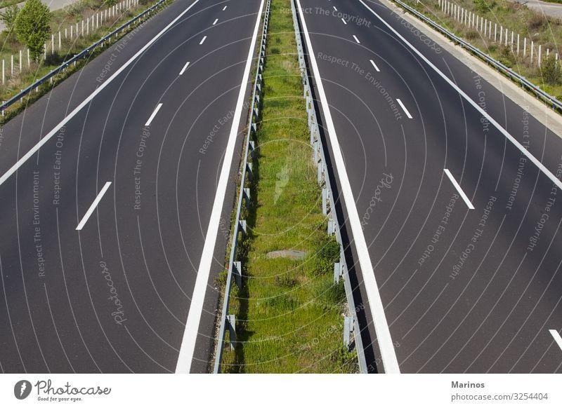 Leere Autobahn. Ferien & Urlaub & Reisen Ausflug Natur Landschaft Horizont Brücke Verkehr Straße Fahrzeug PKW Linie fahren groß Geschwindigkeit schwarz weiß