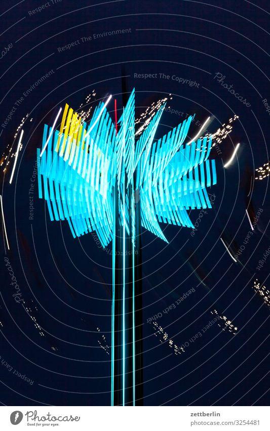 Karussell Abend Bewegung Blinker mehrfarbig Dynamik Phantasie Fantasygeschichte glänzend Kunst Licht Lichtspiel Lichtschreiben Lichtmalerei Lightshow Linie