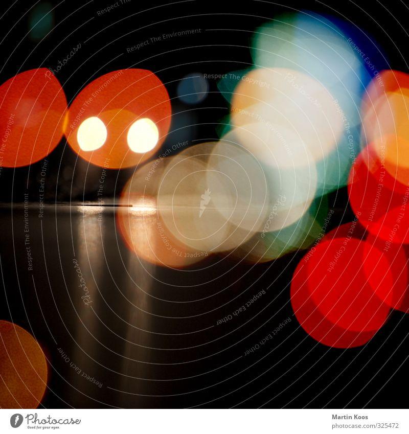 Nachtlichter Stadt Ferne dunkel Straße Auge Kopf hell Verkehr nah Skyline gruselig Fahrzeug Ampel Maschine Verkehrsstau Verkehrszeichen