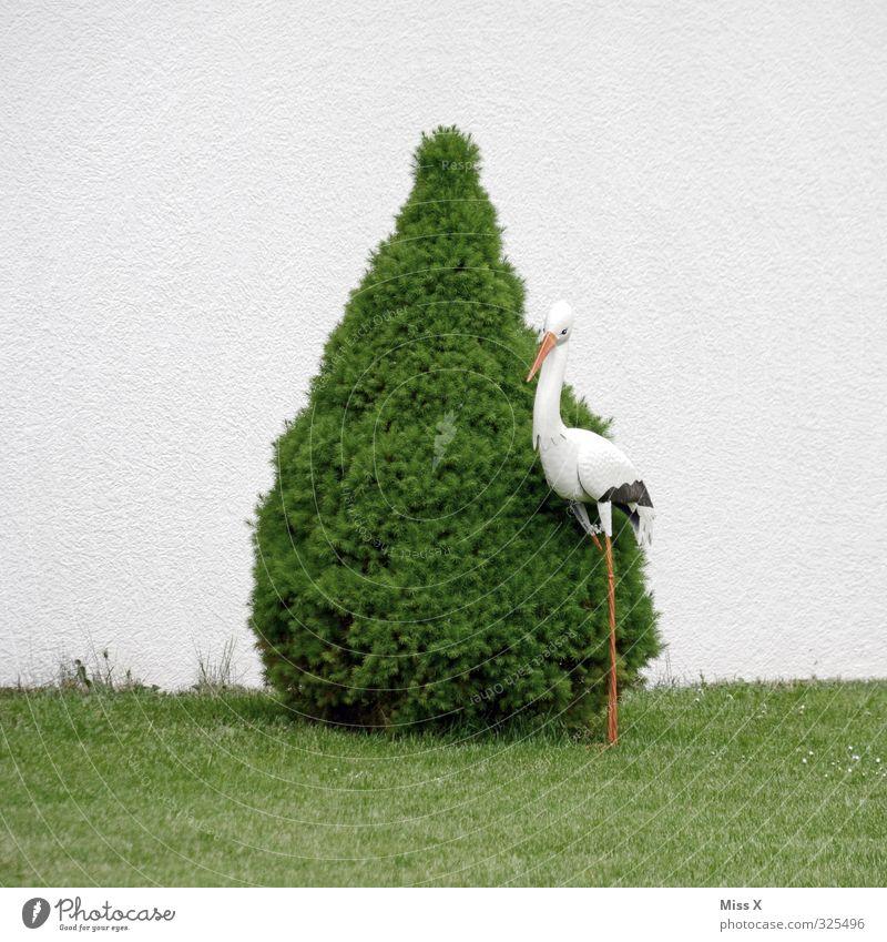 Gartendeko Häusliches Leben Dekoration & Verzierung Baum Wiese Tier Vogel grün Storch Gartendekoration Buchsbaum Farbfoto Menschenleer Textfreiraum rechts