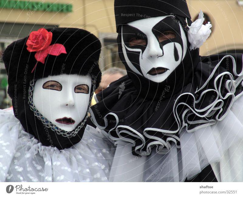 Karneval Clown Kragen Schminke geschminkt Mann Frau Mensch Maske Schwarzweißfoto verkleiden Paar paarweise