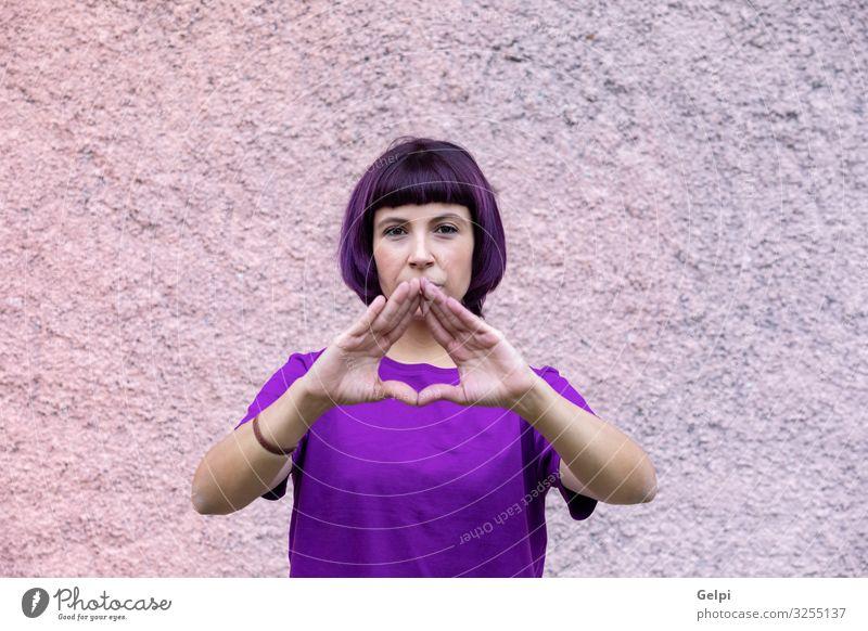Frau, die das weibliche Symbol mit den Händen macht. Feste & Feiern Arbeit & Erwerbstätigkeit Mensch Erwachsene bezahlen Sex Freundlichkeit Respekt Farbe gleich