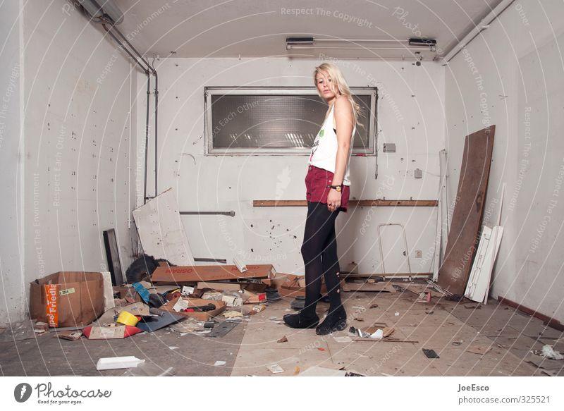 #325521 Lifestyle Stil Freizeit & Hobby Häusliches Leben Wohnung Renovieren Umzug (Wohnungswechsel) einrichten Innenarchitektur Raum Frau Erwachsene Mensch