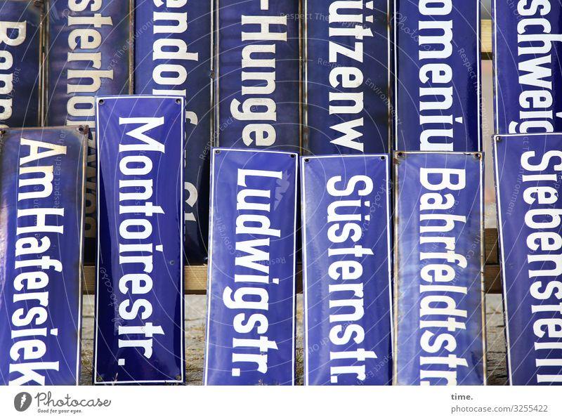 Geschriebenes | Ludwig und die anderen blau weiß Leben Wege & Pfade Zusammensein Design Verkehr Schriftzeichen Schilder & Markierungen Kreativität Hinweisschild