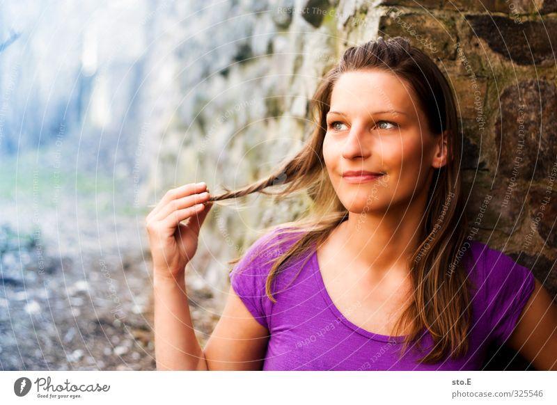 verträumt Stil schön Flirten feminin Junge Frau Jugendliche Partner Haare & Frisuren Gesicht Lächeln träumen Erotik trendy Frühlingsgefühle Liebe Verliebtheit