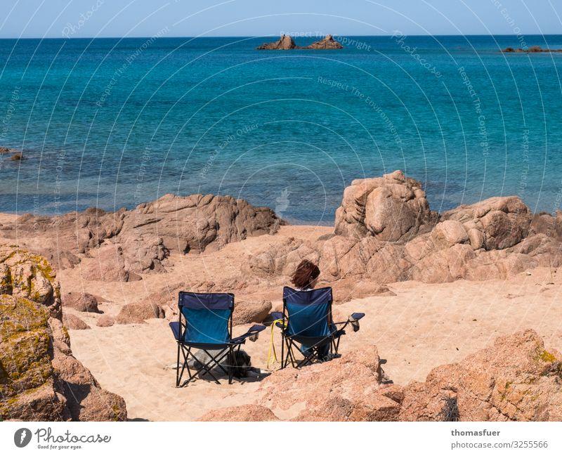 Frau am Strand mit leerem Stuhl daneben Ferien & Urlaub & Reisen Ausflug Ferne Freiheit Sommer Sommerurlaub Meer Wellen Mensch feminin Erwachsene 1
