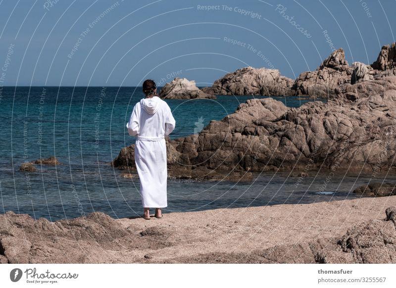 Frau am Strand Ferien & Urlaub & Reisen Tourismus Ferne Freiheit Sommer Sommerurlaub Meer Insel Wellen Mensch feminin Erwachsene 1 Wolkenloser Himmel Horizont