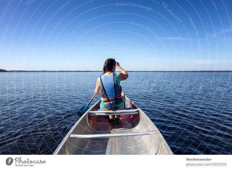Mit dem Kanu unterwegs sportlich Fitness Leben Freizeit & Hobby Ferien & Urlaub & Reisen Tourismus Freiheit Sommer Sommerurlaub Meer Wassersport Mensch feminin