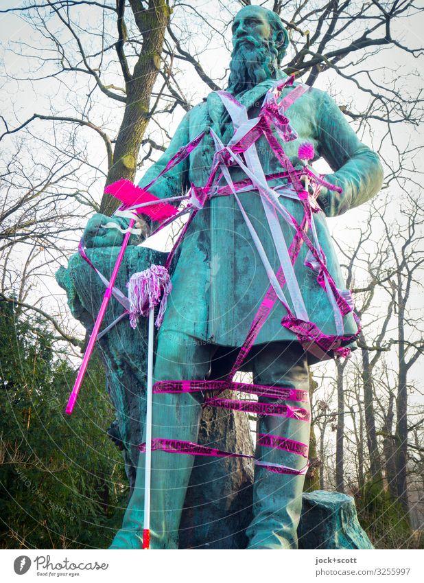 Vater vom alten Geschlecht Skulptur Winter Baum Kreuzberg Denkmal Dekoration & Verzierung Barriere Staubwedel Wischen Metall Beschriftung außergewöhnlich frech