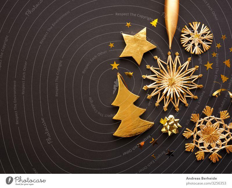 Golden Christmas decoration on a dark background, space for text elegant Stil Winter Weihnachten & Advent Dekoration & Verzierung Schleife Kitsch Krimskrams