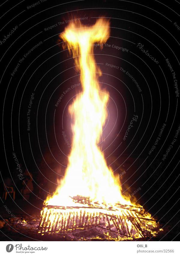 Feuer und Flamme Brand heiß Theaterschauspiel Feuerstelle Brandstifter