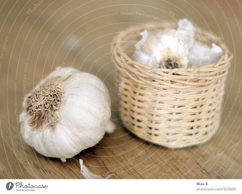 Knoblauch im Korb Gesundheit Lebensmittel frisch Ernährung Gemüse lecker Bioprodukte Fasten Diät Vegetarische Ernährung Holztisch stinkend Knoblauchzehe