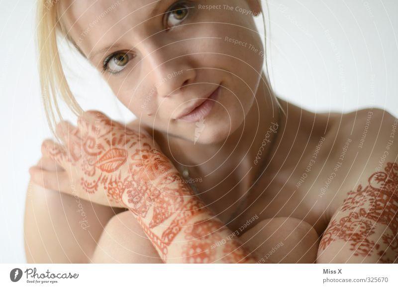 Henna Mensch Jugendliche schön Hand Junge Frau Erwachsene 18-30 Jahre feminin blond Haut Arme Dekoration & Verzierung Hochzeit malen Tattoo Schmuck