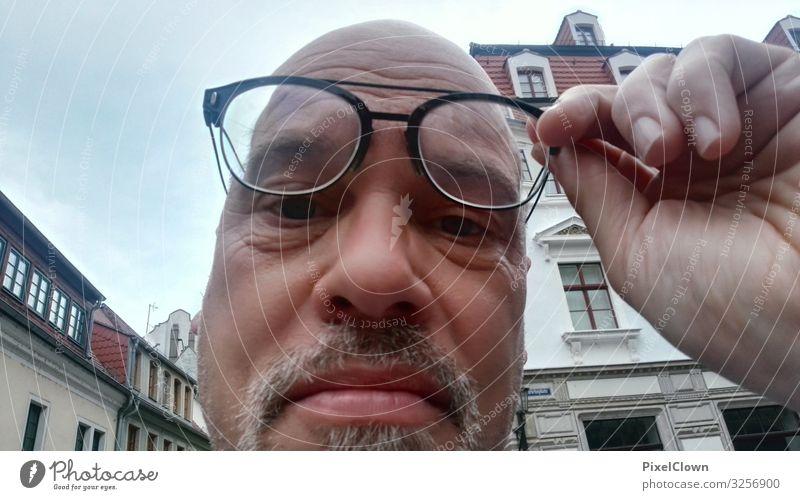 Fehlender Durchblick Lifestyle Stil Freude Gesicht maskulin Mann Erwachsene Kopf Haare & Frisuren Auge 1 Mensch 45-60 Jahre Jugendkultur kurzhaarig Glatze Blick