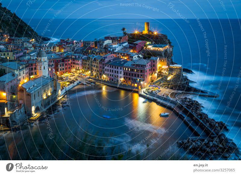 leuchtend Ferien & Urlaub & Reisen Tourismus Ausflug Sightseeing Städtereise Meer Umwelt Nachthimmel Horizont Küste Bucht Cinque Terre Vernazza Ligurien Italien