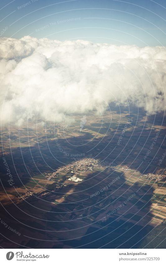 oben Ferien & Urlaub & Reisen Tourismus Ferne Freiheit Himmel Wolken Luftverkehr Flugzeug im Flugzeug fliegen erleben Farbfoto Außenaufnahme Textfreiraum oben