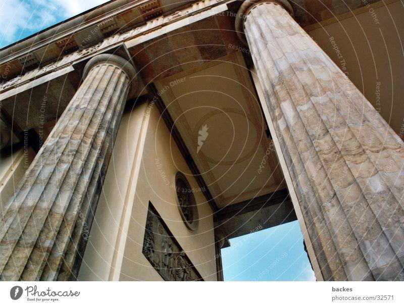 großes Tor_2 Pferd Architektur Brandenburger Berlin offen