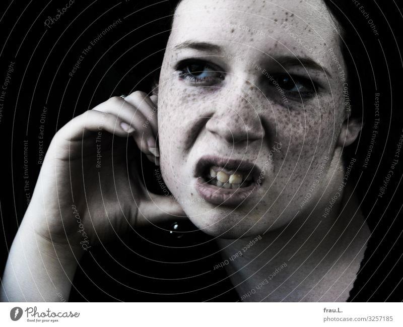 Wütend - oder ich kann auch anders. Mensch Jugendliche Gesicht feminin 13-18 Jahre Wut langhaarig brünett Locken Identität rothaarig kämpfen Sommersprossen