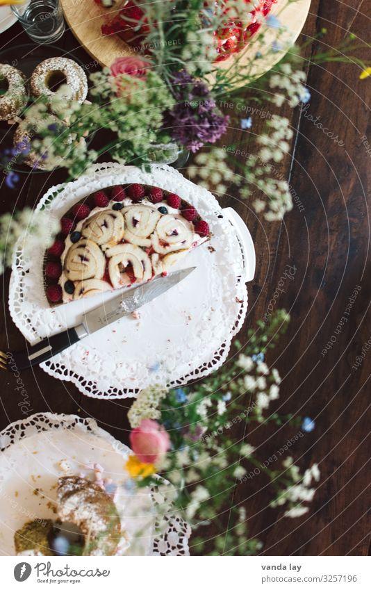 kuchenzeit Kuchen Ernährung Kaffeetrinken Übergewicht Muttertag Geburtstag Taufe Völlerei gefräßig Genusssucht Torte Farbfoto Innenaufnahme
