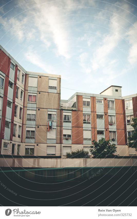 Sommerhäuser Kleinstadt Stadt Stadtzentrum Stadtrand Skyline Haus Bauwerk Gebäude Architektur Mauer Wand Fassade Fenster Tür Dach Dachrinne Schornstein frei