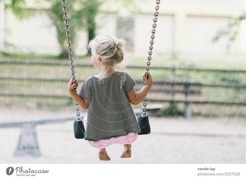 schaukeln Freizeit & Hobby Spielen Kinderspiel Schaukel Kindererziehung Bildung Kindergarten lernen Mensch Mädchen 1 1-3 Jahre Kleinkind 3-8 Jahre Kindheit