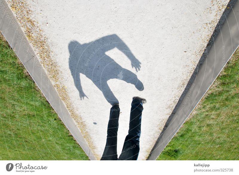 """""""friedliche"""" spaziergänge Schatten Licht & Schatten Mensch Mann dunkel Sonne Hand Silhouette Kontrast schwarz hell Beine Wege & Pfade Ziel strategie Gras Park"""