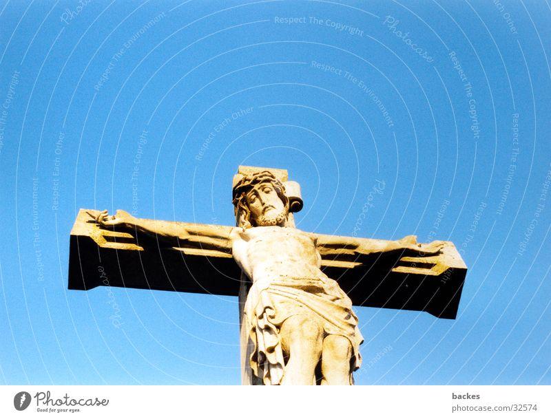 Kreuz im Himmel blau Rücken historisch Jesus Christus