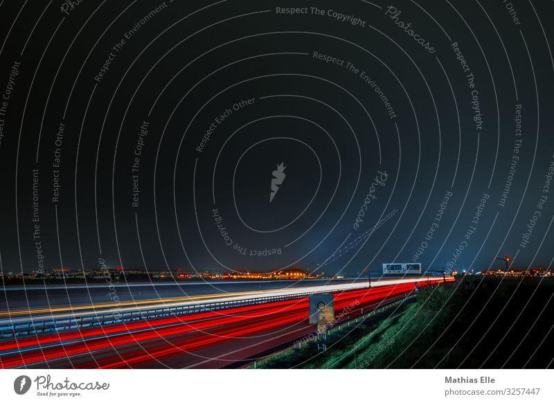 Autobahn blau weiß rot dunkel schwarz Straße Wege & Pfade fliegen PKW Verkehr Technik & Technologie Luftverkehr Geschwindigkeit Flugzeug Hauptstadt fahren