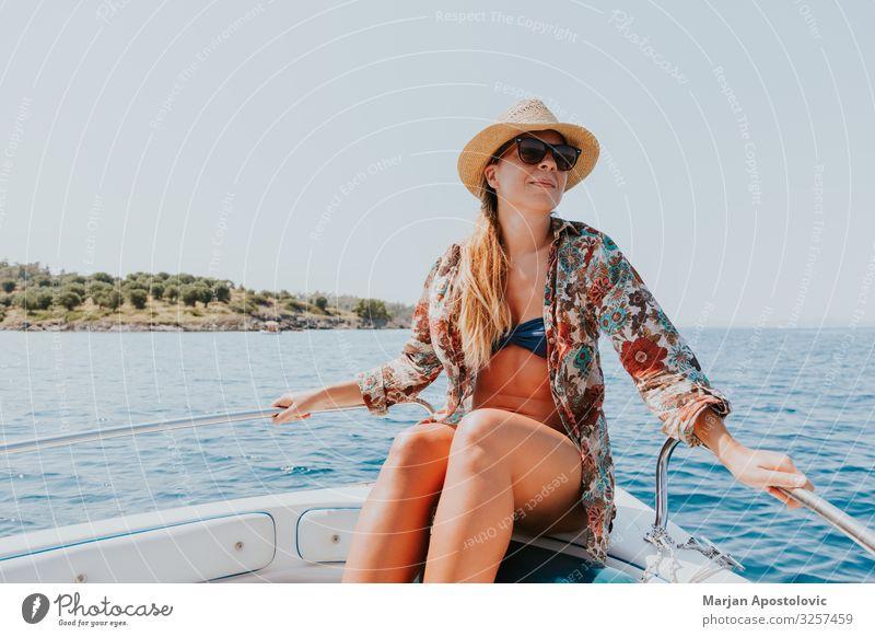 Frau Mensch Ferien & Urlaub & Reisen Jugendliche Junge Frau Sommer Wasser Meer Freude Lifestyle Erwachsene natürlich feminin Glück Tourismus Freiheit