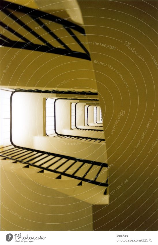 hoch hinaus Architektur Geländer aufsteigen Treppenhaus Drehung Neubau