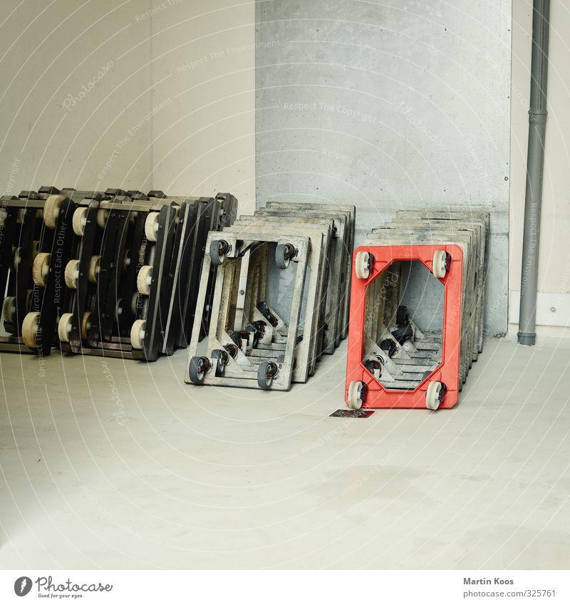 Ladestation Hund rot grau Baustelle Güterverkehr & Logistik Umzug (Wohnungswechsel) Rad Lager Leiter Gewicht Lagerhalle Rolle Laster Arbeitsgeräte Schubkarre