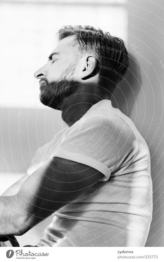 Licht & Schatten Lifestyle elegant schön Gesicht Gesundheit Krankheit Erholung ruhig Mensch Junger Mann Jugendliche Leben 18-30 Jahre Erwachsene T-Shirt