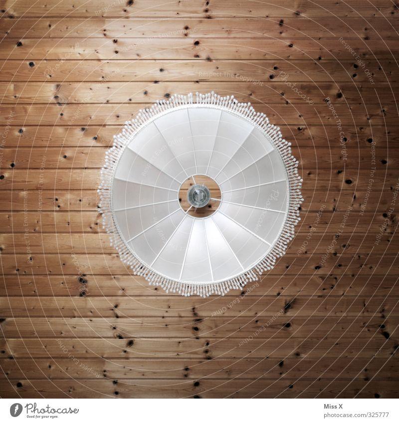Froschperspektive Innenarchitektur Dekoration & Verzierung Lampe leuchten Leuchter Lampenschirm Holzdecke Decke Elektrizität Glühbirne Farbfoto Innenaufnahme