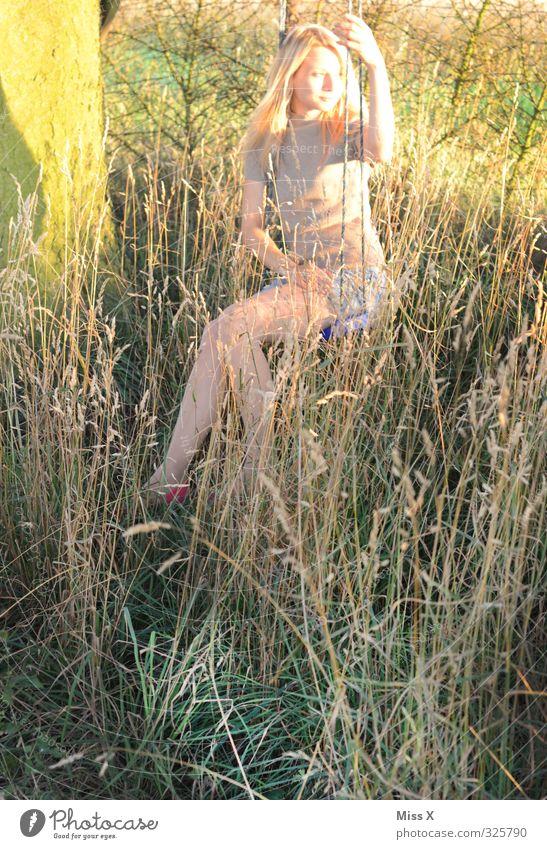 Pause Mensch Jugendliche schön Sommer Erholung ruhig Junge Frau Erwachsene Wiese 18-30 Jahre feminin Gefühle Gras Stimmung blond Idylle
