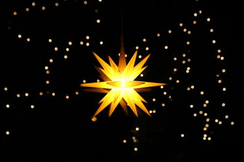 Das Licht im Dunkel Winter Wohnung Feste & Feiern Weihnachten & Advent Himmel Wolkenloser Himmel Nachthimmel Stern Dekoration & Verzierung Weihnachtsstern