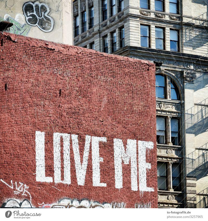 Love me, Backstein! New York City Manhattan USA Haus Mauer Wand Fassade Stein Zeichen Schriftzeichen Graffiti Liebe Stadt braun Beginn Partnerschaft Einsamkeit