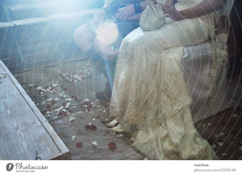 jawort Religion & Glaube Kirche Hochzeit Heirat festlich Hochzeitspaar Braut Bräutigam sitzen hören Brautkleid Tradition kirchliche Trauung Stuhl Versprechen