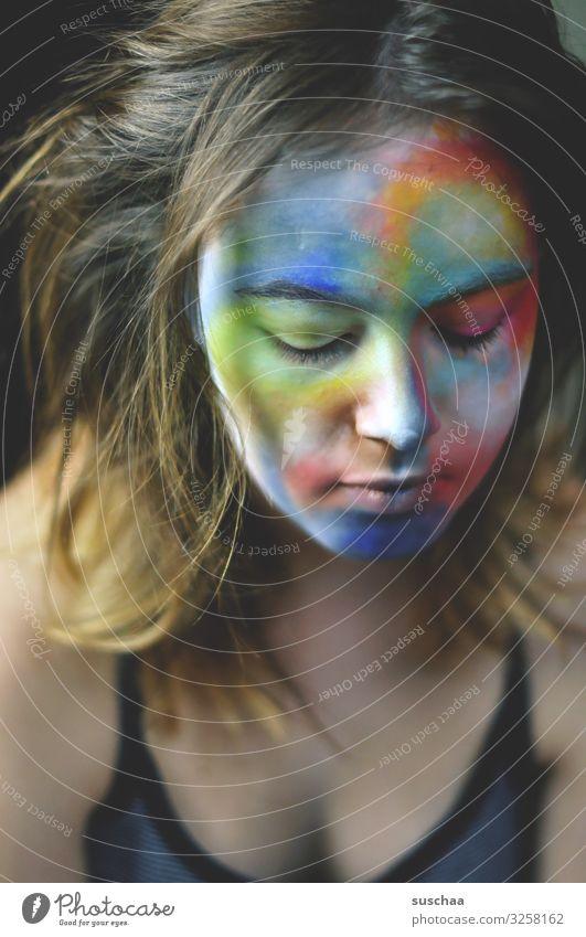 gesicht eines teenagers mit farbe im gesicht | lieblingsmensch Mädchen junge Frau Jugendliche Teenager Gesicht Haare & Frisuren Porträt Kopf Pubertät Augen Nase