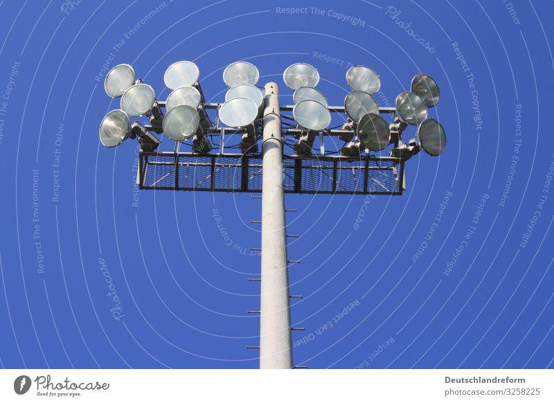 Flutlicht Stadion Sportstätten groß rund blau grau Technik & Technologie Licht Beleuchtung Farbfoto Außenaufnahme Menschenleer Tag