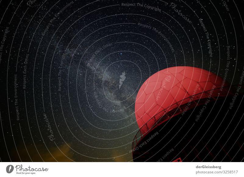 ich suche nach etwas. Wissenschaften Raumfahrt Milchstrasse Himmel Nachthimmel Stern Sommer Klima Schönes Wetter Menschenleer Haus Observatorium Bauwerk Gebäude