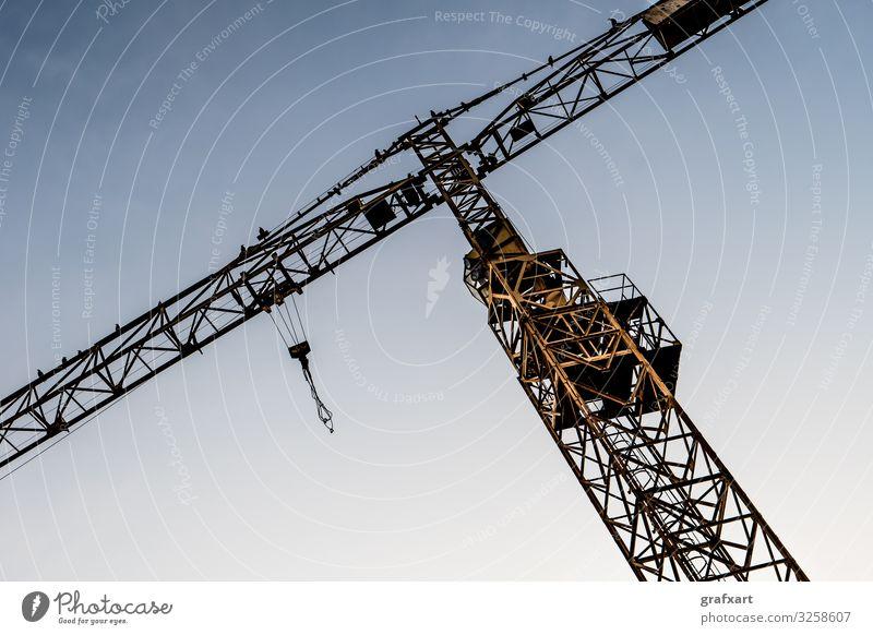 Gelber Baukran mit Kranführerkabine und Haken architektur wirtschaft hintergrund vogel bauen geschäft kabel transport konstruktion entwicklung ökonomie