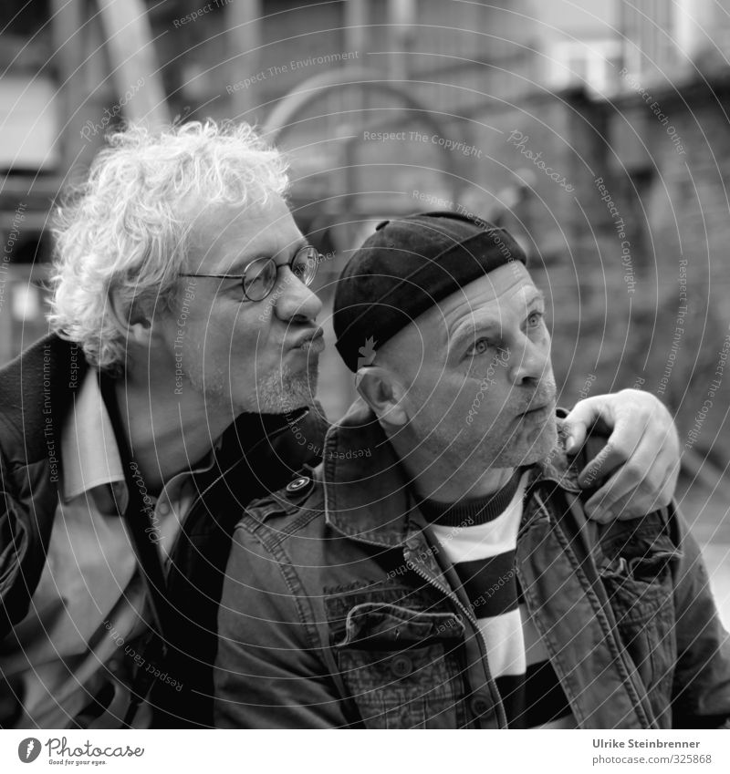 Komiker Mensch Freude Gesicht Erwachsene lachen Spielen Haare & Frisuren lustig Kopf Freundschaft Zusammensein maskulin 45-60 Jahre Lebensfreude Küssen Zusammenhalt