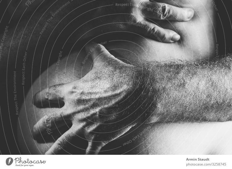 Zu dick? Mensch Mann schön Hand Gesundheit Lifestyle Erwachsene maskulin Körper retro 45-60 Jahre Haut Finger berühren Mutter Zukunftsangst
