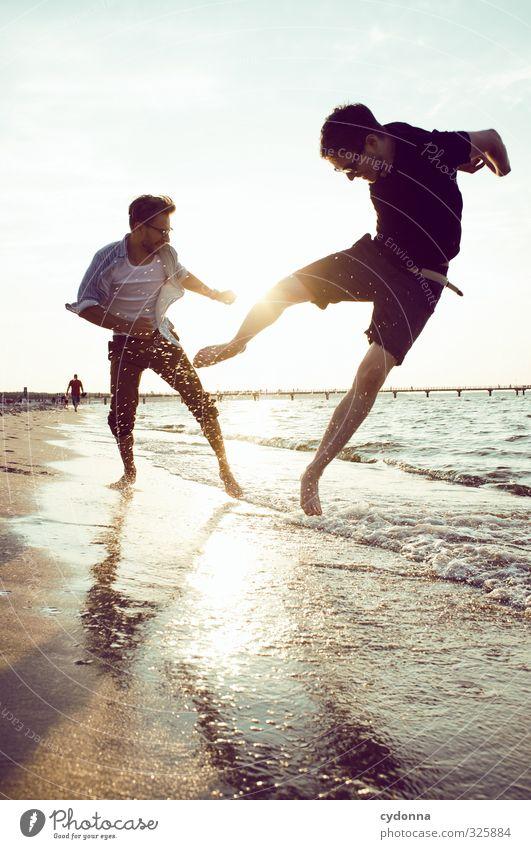 Leben Mensch Natur Jugendliche Ferien & Urlaub & Reisen Sommer Meer Freude Landschaft Strand Erwachsene Junger Mann Bewegung 18-30 Jahre Freiheit springen
