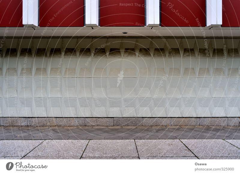 Musterstreifen weiß rot Architektur Gebäude grau Berlin Stein Fassade Hochhaus Beton Streifen graphisch Kopfsteinpflaster DDR Plattenbau Pflastersteine