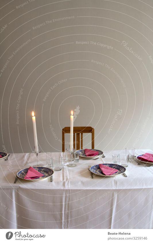Der Tisch ist gedeckt Ernährung Geschirr Teller Glas Besteck Kerze Lifestyle Häusliches Leben Arbeit & Erwerbstätigkeit wählen kaufen Feste & Feiern warten