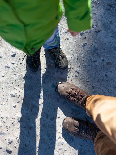 Team Kindererziehung Kleinkind Junge Familie & Verwandtschaft Kindheit 2 Mensch wandern Akzeptanz Vertrauen Sicherheit Schutz Geborgenheit Einigkeit Sympathie