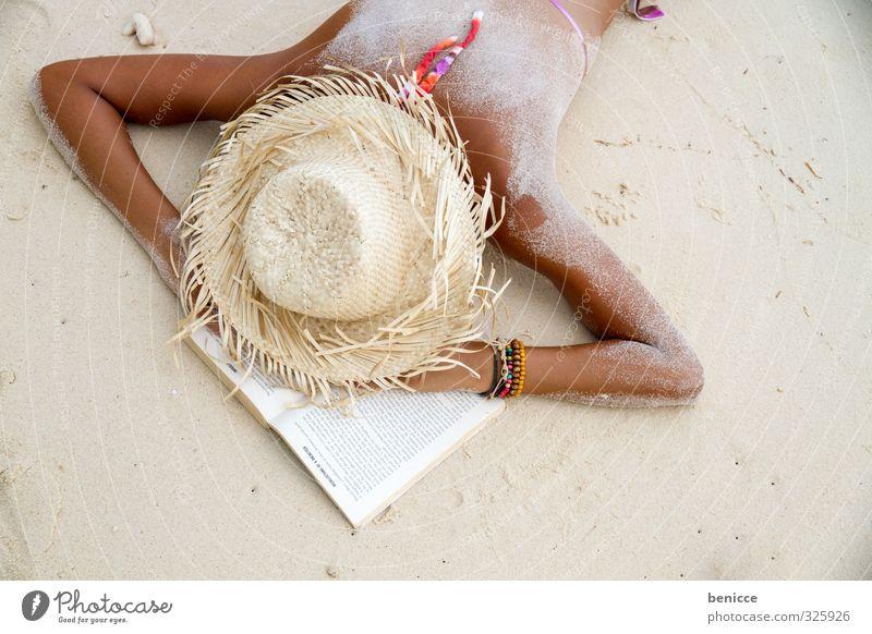 Powernapping Mensch Frau Ferien & Urlaub & Reisen Sommer Sonne Erholung Strand Wärme feminin Sand liegen Rücken Buch schlafen lesen Müdigkeit