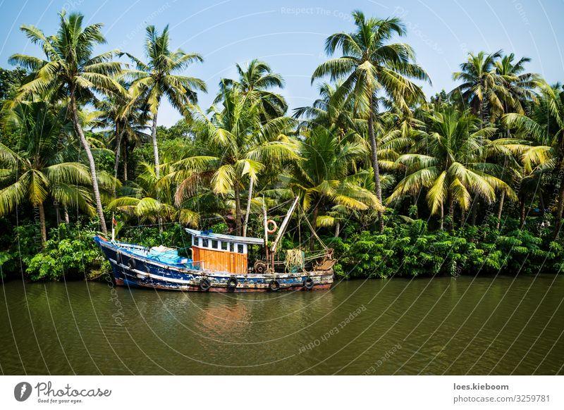 Old ocean fishing boat in the Kerala backwaters Ferien & Urlaub & Reisen Tourismus Ausflug Abenteuer Ferne Sightseeing Kreuzfahrt Sommer Strand Natur Pflanze