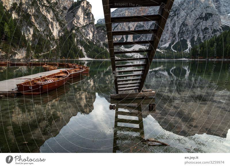 Wassermangel Ferien & Urlaub & Reisen Tourismus Ausflug Abenteuer Berge u. Gebirge Umwelt Natur Landschaft Herbst Alpen Seeufer Pragser Wildsee Italien Südtirol
